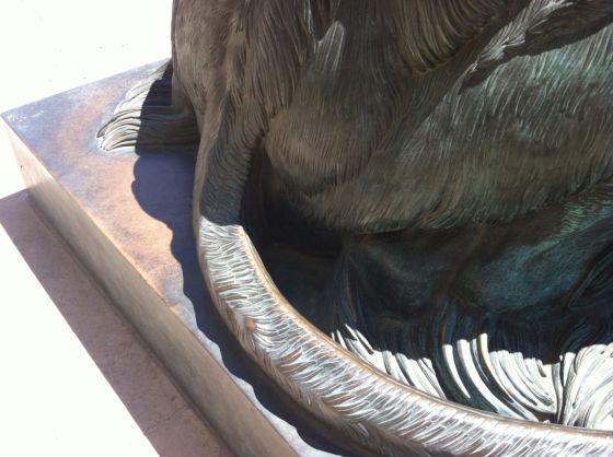 关于众议院一只狮子雕像睾丸该不该存在的说法