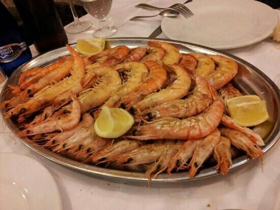 GAMBAS A LA PLANCHA 煎虾,相对于拼盘,我钟爱有点温度的入口弹牙。 17欧